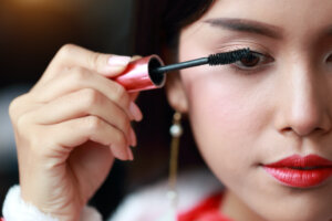 Fake the Effect of False Eyelashes With a Single Swipe of This Clean Mascara