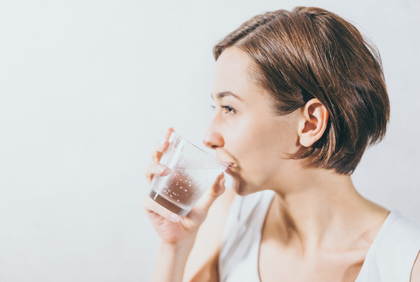 Drinking Seltzer at Night Is Unlikely to Lead to Gut Issues Unless You Have These Conditions