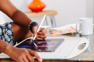 6 Techy Ways to De-stress and Let Your Creative Juices Flow