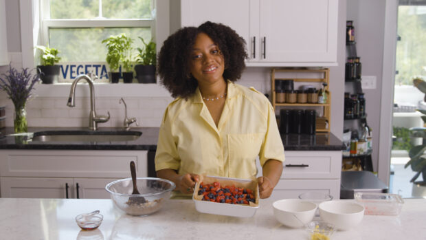 These Berry Lemonade Cobbler Bars Are the Perfect Heart-Healthy Summer Snack