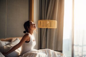 Here's Exactly How Long It Takes To Train Yourself To Wake Up an Hour Earlier