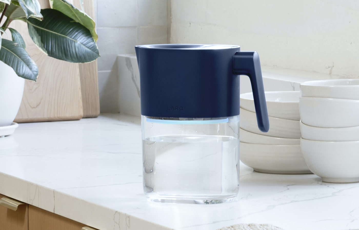 This Hi-Tech Pitcher Uses UV Light To Provide the Purest Drinking Water With Every Pour