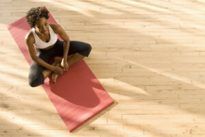 3 P.M. Brain Fog Is No Match for This 20-Minute Yoga Flow