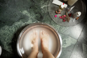 Treat Foot Pain at Home With This $8, Podiatrist-Approved Foot Soak