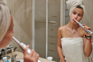 Using an Electric Toothbrush? Dentists Say You're Probably Brushing Wrong